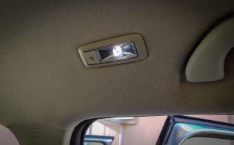 LED lampička nad zadnými sedadlami